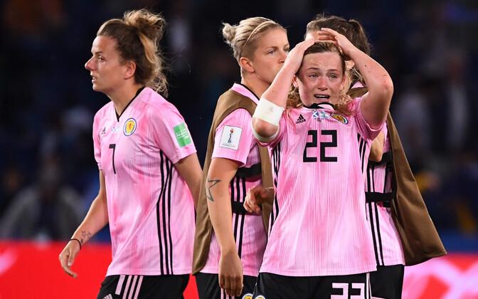 Pettunud Šotimaa naiskonna mängijad.