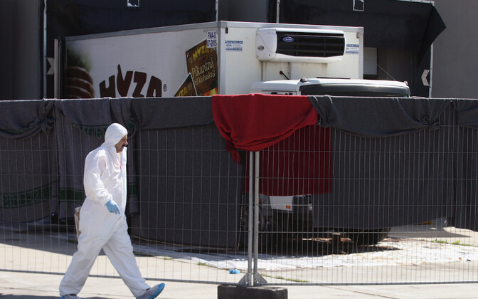 Тела 71 нелегального беженца были обнаружены 27 августа 2015 года в грузовике, брошенном на парковке одного из автобанов к югу от Вены