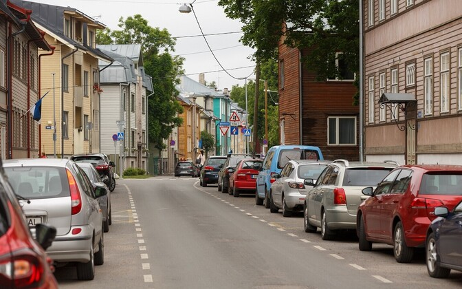 Некоторые водители предпочитают оставлять свои автомобили в Каламая, а не на платных парковках в центре города.