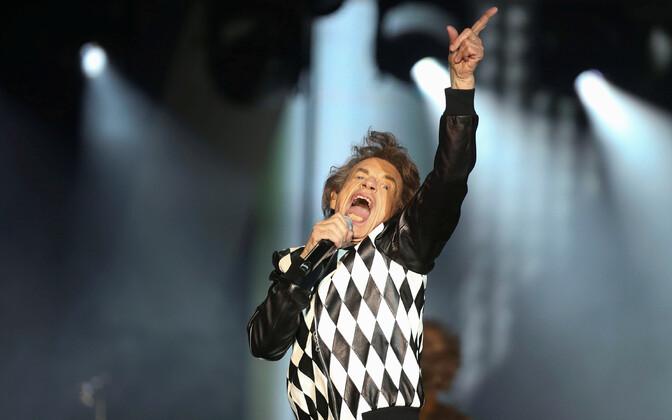 Mick Jagger naasis esimest korda pärast südameoperatsiooni lavale.
