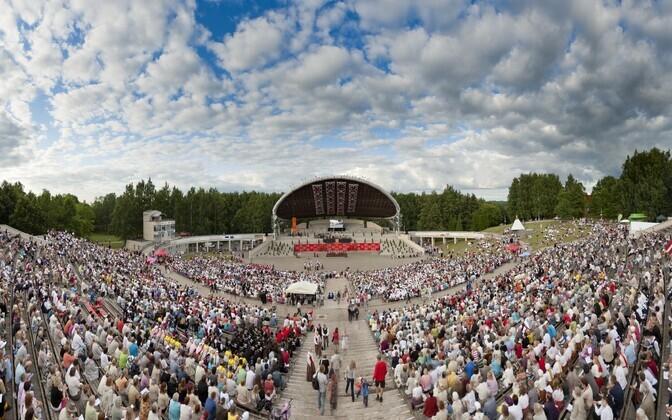 Laulupeo sünnipäevapidustused kulmineeruvad Tartu laulupeo peakontserdiga.