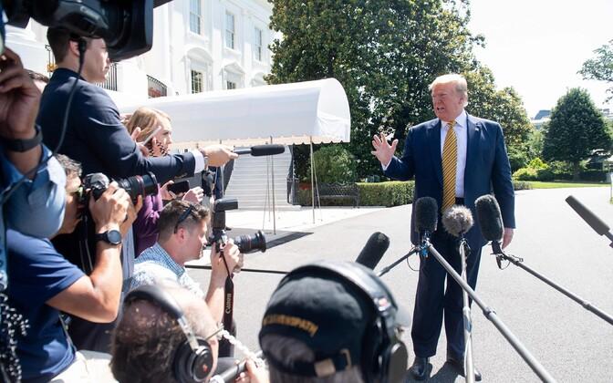 President Donald Trump Valge Maja ees.