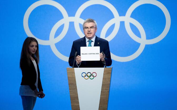 ROK-i president Thomas Bach avalikustamas 2026. aasta taliolümpia korraldajamaad