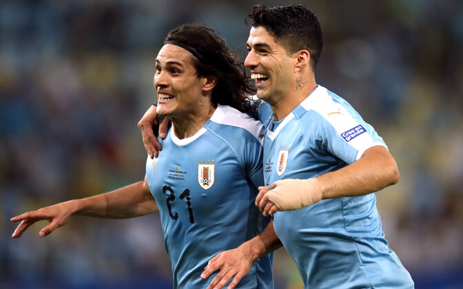 Edinson Cavani ja Luis Suarez väravat tähistamas.