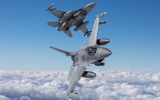 Poola hävituslennukid F-16.