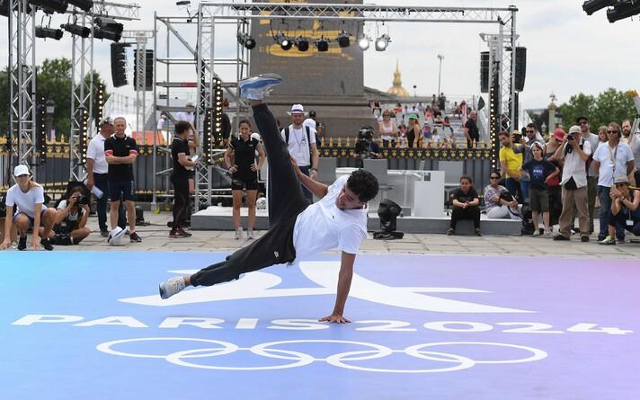 На Олимпиаде-2024 в брейк-дансе 16 мужчин и 16 женщин разыграют два комплекта наград.