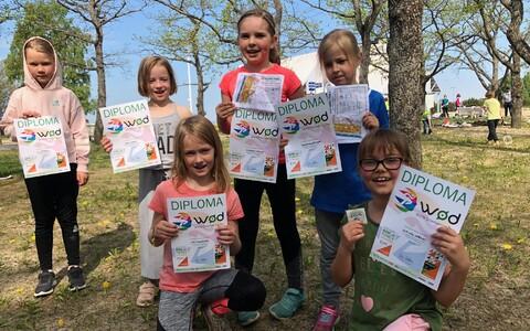 Tallinna kooliõpilased orienteerumispäeval Merimetsas