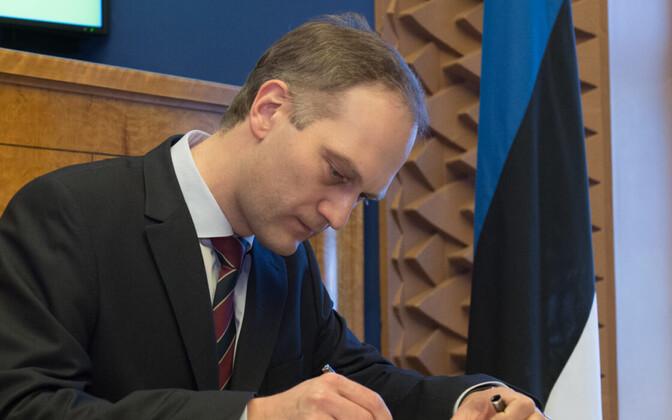 Peeter Roosma 2016. aastal riigikohtu liikme ametivannet andmas.
