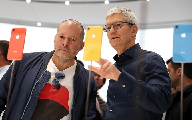 Jony Ive ja Tim Cook.