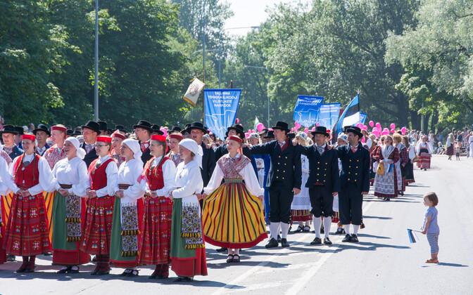 Шествие участников XXVI Праздника песни в 2014 году