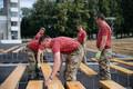 Военнослужащие из Великобритании помогли подготовить Певческое поле к Празднику песни и танца.