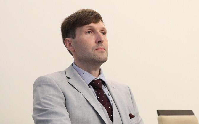 Госсуд объяснил Мартину Хельме, что судебное решение не включало в себя право однополых партнеров на брак.