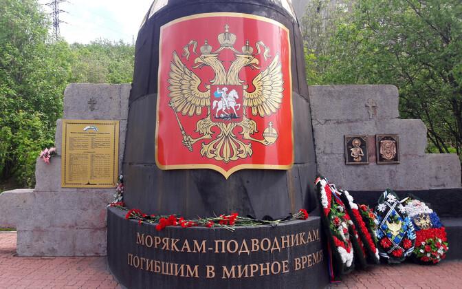 Mälestusmärk rahuajal hukkunud Vene mereväelastele Murmanskis.