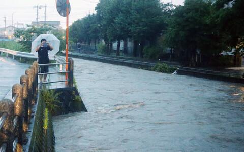 Власти Японии приказали местным жителям эвакуироваться.