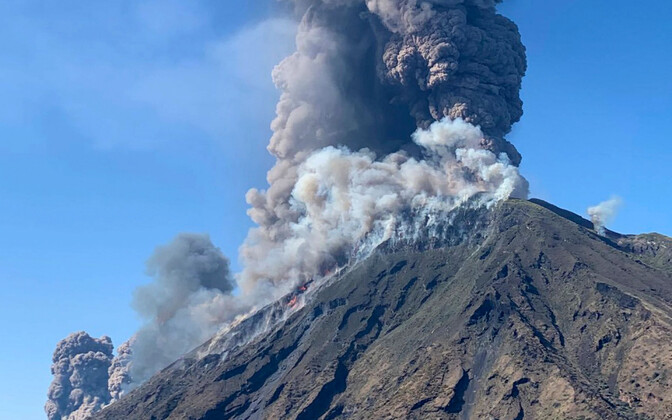 Извержение вулкана на острове Стромболи 3 июля.