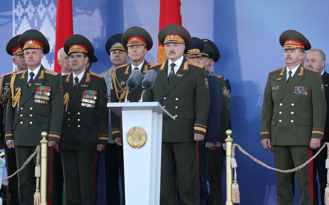 Valgevene president Lukašenko iseseisvuspäeva paraadil Minskis.
