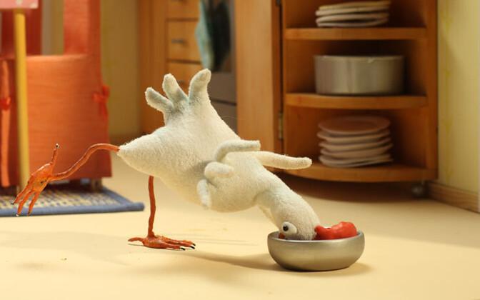 Если курица зарегистрирована, то теоретически ничто не мешает ей проживать в квартире.