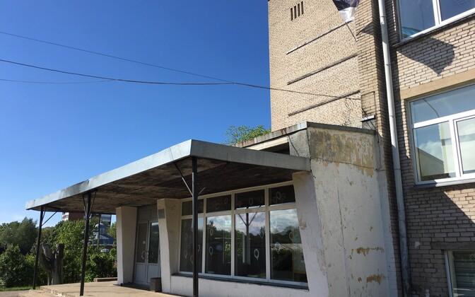 Согласно подозрениям, мужчина пришел в Ваналиннаскую школу до уроков и применил насилиe в отношении ученика пятого класса.