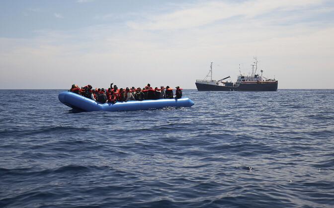 Migrantide paat Vahemerel.