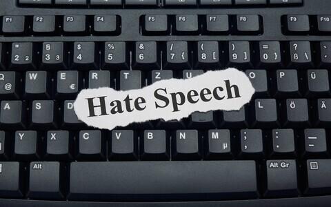 Парламент Франции последовал примеру Германии и принял закон, запрещающий язык вражды в интернете.