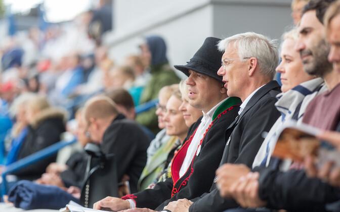 Peaminister Jüri Ratas ja Läti peaminister Krišjanis Karinš tantsupeol.