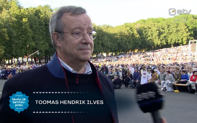 Toomas Hendrik Ilves at this year's Laulupidu.