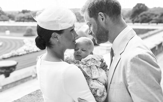 Harry ja Meghan koos poeg Archiega ristimispäeval