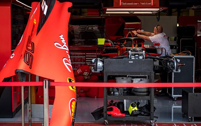Ferrari meeskonna boks Silverstone'i ringrajal.