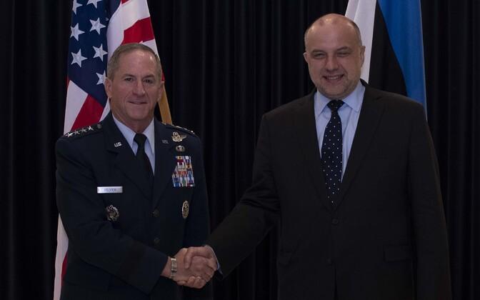 Gen. David Goldfein (USAF) with Estonian defense minister Jüri Luik (Isamaa).