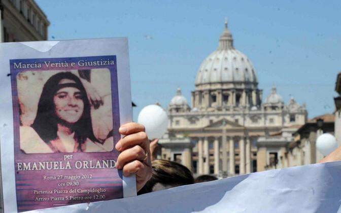 Meeleavaldaja Vatikanis Emanuela Orlandi pildiga.