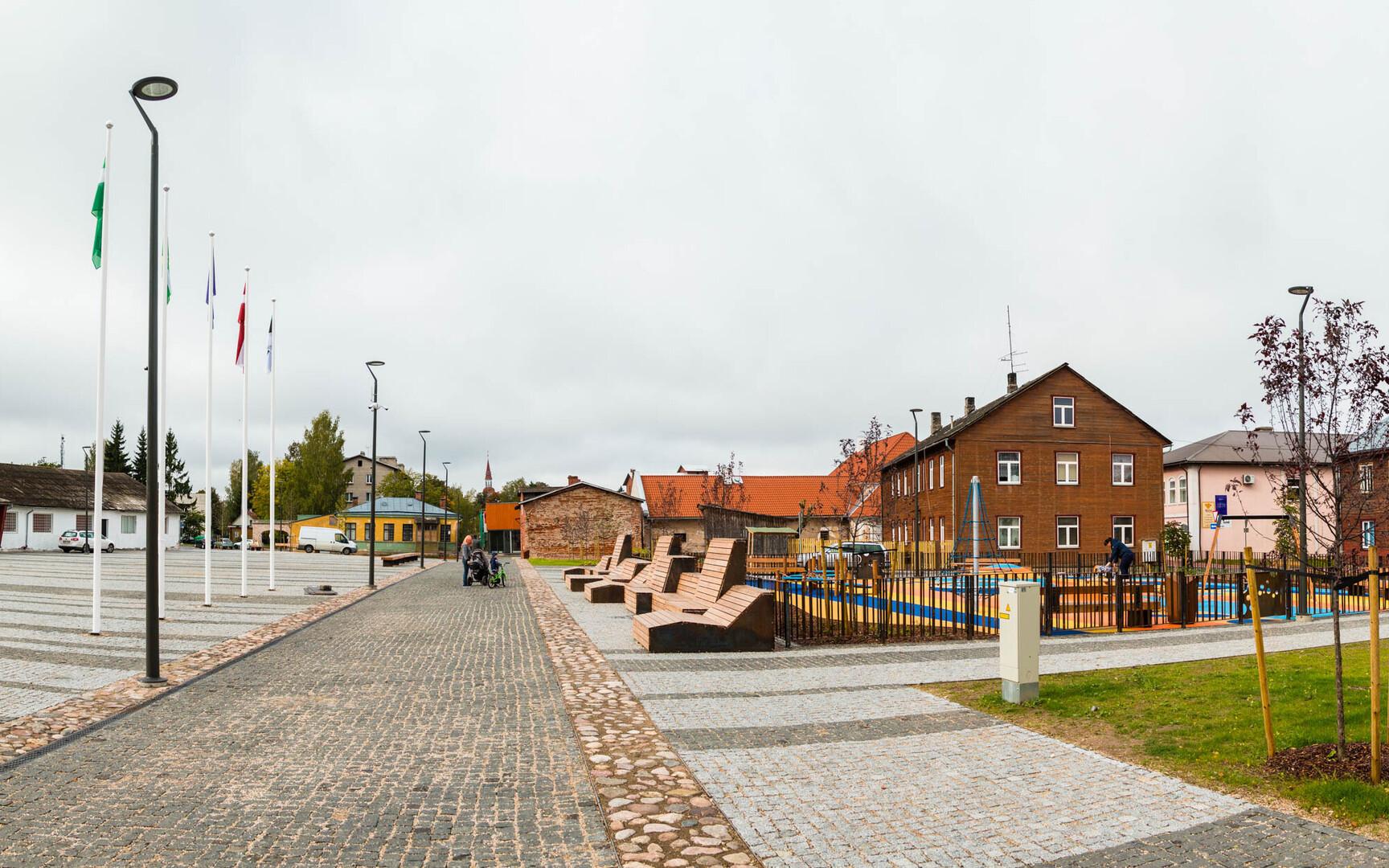 4324340770d Pildil Eesti 100. aastapäevaks valminud Valga keskväljak. Autor/allikas:  Arvo Meeks / Lõuna-Eesti Postimees / Scanpix