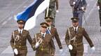 Eesti kaitseväe liputoimkond Pariisis paraadil.