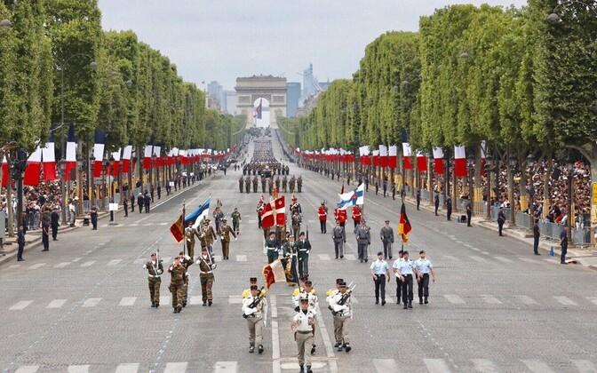 Eesti ja teised liitlased Pariisis paraadil.