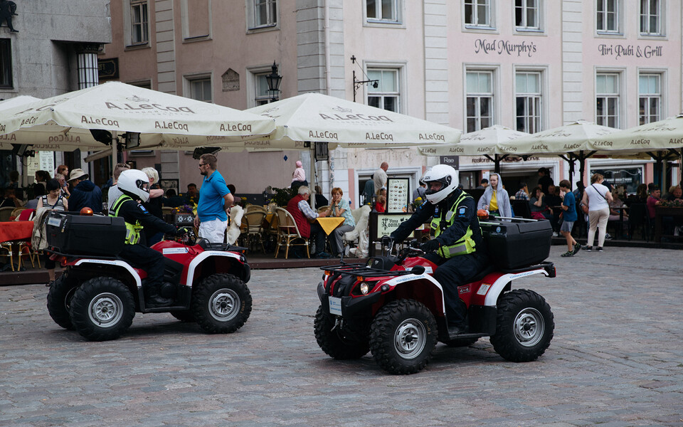 МуПо на квадроциклах в Старом городе.