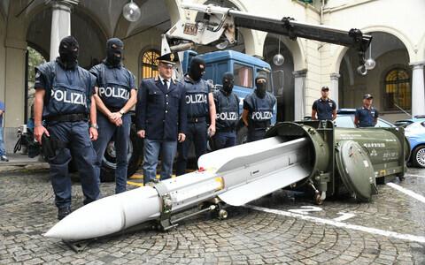 В ходе антитеррористической операции полиция Италия конфисковала у крайне правой организации ракету.