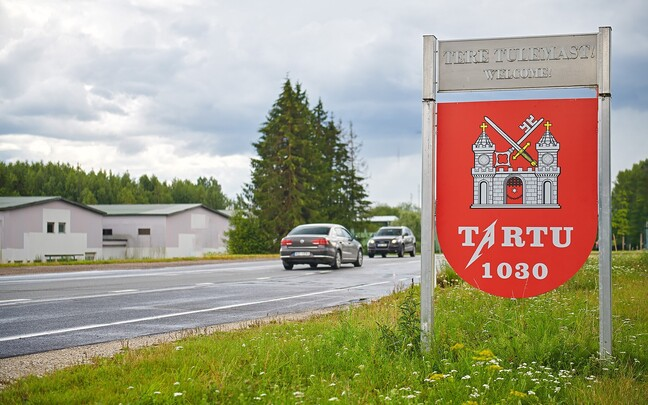 A sign indicating the border of the city of Tartu received a facelift in honor of Thursday night's concert.