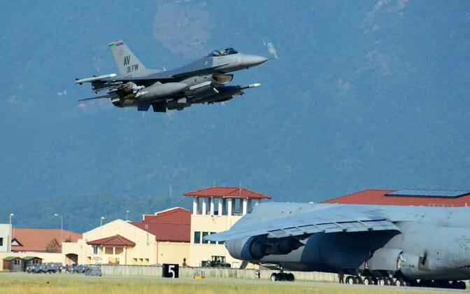 USA sõjalennuk Aviano õhuväebaasis Itaalias.