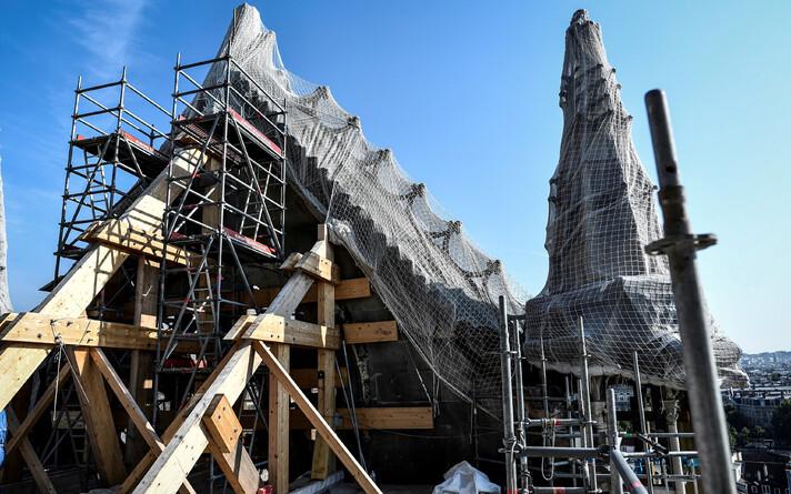 Парламент Франции одобрил законопроект, предусматривающий организацию реставрационных работ в Нотр-Даме.