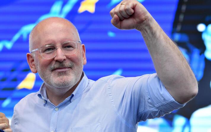 Франс Тиммерманс является еврокомиссаром по межведомственным отношениям и верховенству права.