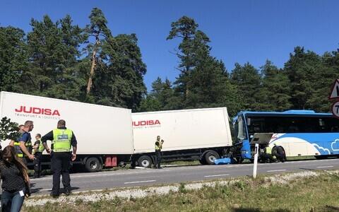 Scene of the crash in Meremõisa village.