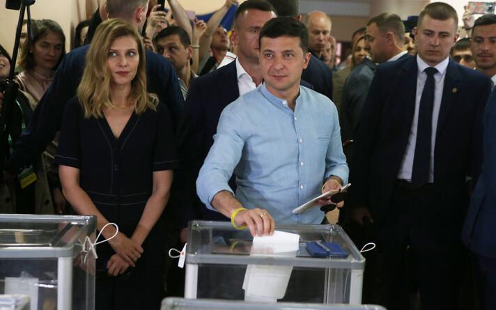 Владимир Зеленский проголосовал на выборах в Верховную Раду.