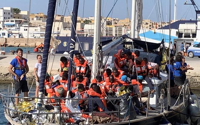 Itaalia Lampedusa saarele saabub järjekordne alus Vahemerelt toodud migrantidega.