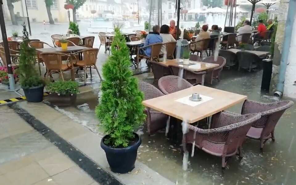 Затопленный ресторан в Курессааре.
