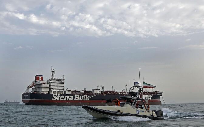 Iraani revolutsioonikaardi alus ja Stena Impero.
