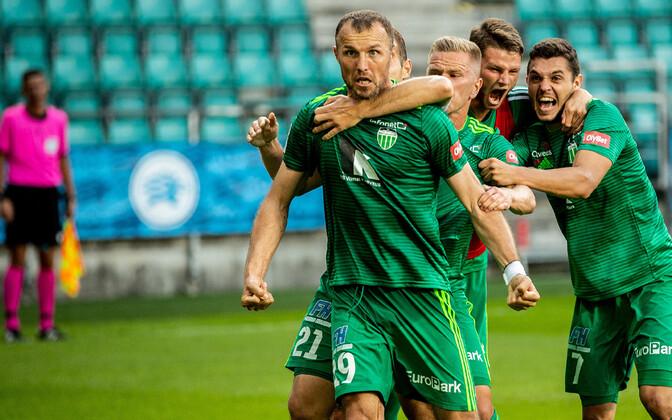 Евгений Осипов (на переднем плане).