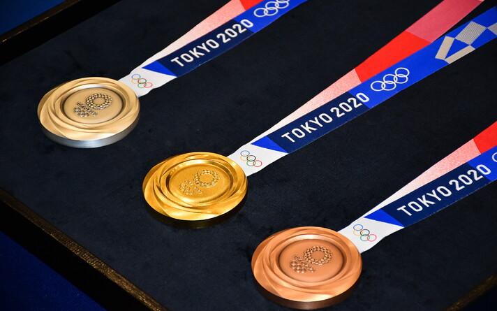 Олимпийские медали для игр 2020 года.