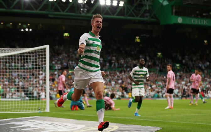 Glasgow Celticu kaitsja Kristoffer Ajer tähistab Nõmme Kalju vastu löödud avaväravat