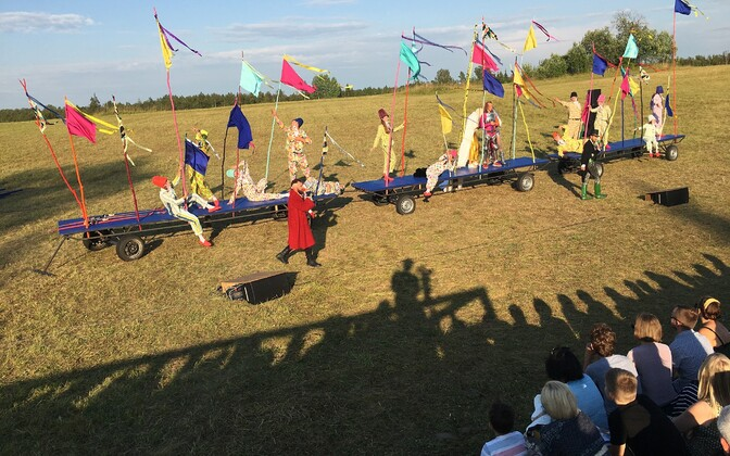 """Vargamäel esietendus Paide teatri suvelavastus """"Eesti jumalad""""."""