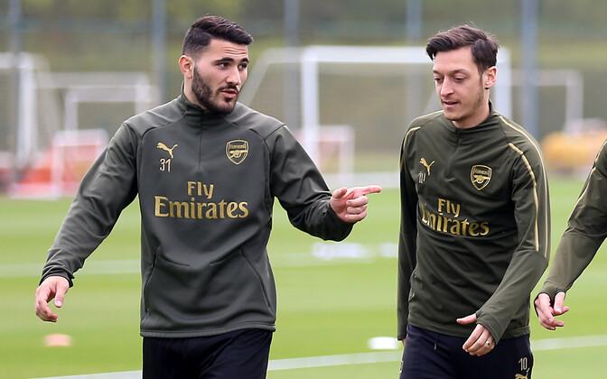Sead Kolasinac ja Mesut Özil