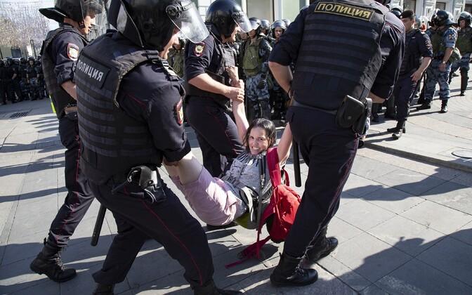 Moskva meeleavaldusel peeti kinni üle 1300 inimese.